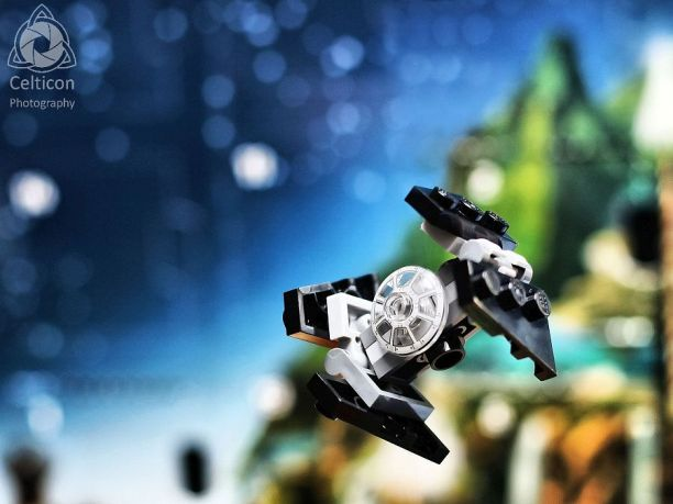 Day 03 - TIE Interceptor This was a complicated little build relative to most of what you usually get in these calendars. I like the moveable wings, but they could have brought them down to a point for accuracy. #starwars #lego #advent2016 #celticonphotography